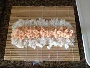 preparo sushi folha de arroz
